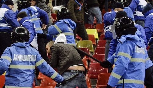 Romanian police attacking fans